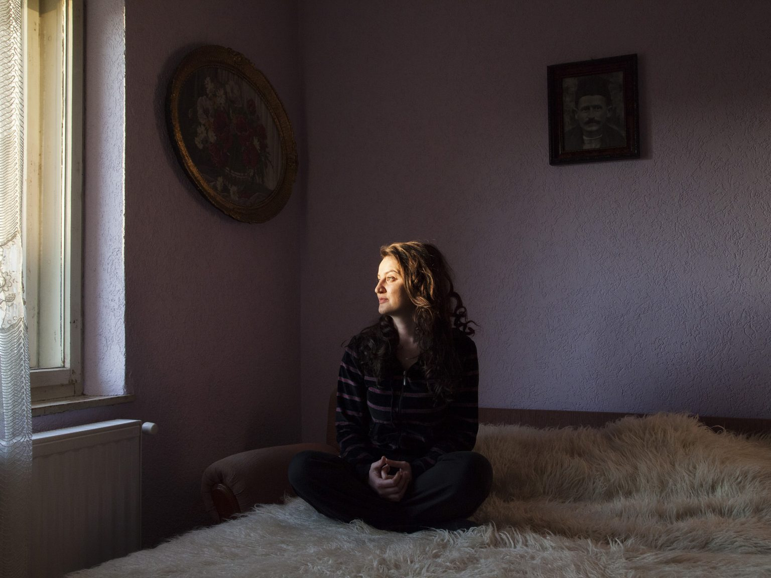 Katarina Brkic in her house in the Serbian village of Hoca i Madhe-Velika Hoça. She studied law in Mitrovica-Kosovska Mitrovica, but she does not see many options for her professional future, she will help her parents in the production of wine.