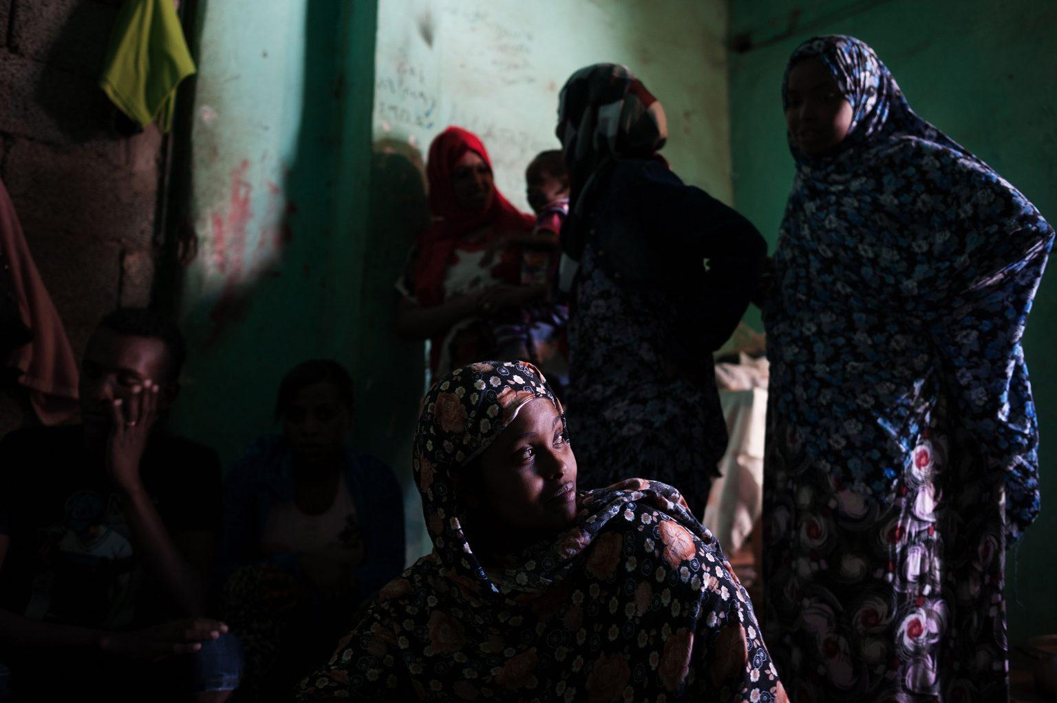 Tripoli, Libya, May 2014 - Abu Salim area, where many refugees from East africa live in poor conditions - Hajan, a Somali refugee, lives in a building with more than 50 people from Eritrea, Somalia and Sudan. Hajan arrived in Libya more than 9 months ago and is collecting money to try to take a boat to Italy. ----- Before boarding towards Europe, illegal migrants escaping from East Africa have to undertake the arduous crossing of the Sahara Desert, often facing torture, violence and unjust imprisonment.  ><  Tripoli, Libia, maggio 2014 - Zona di Abu Salim, dove molti profughi dell'Africa orientale vivono in condizioni di povertà - Hajan, profuga somala, vive in un edificio con più di 50 persone provenienti da Eritrea, Somalia e Sudan. Hajan è arrivata in Libia più di nove mesi fa e sta mettendo da parte i soldi per imbarcarsi per l'Italia. ----- Prima di imbarcarsi verso l'Europa, i migranti clandestini scappati dall'Africa Orientale devono  attraversare il Deserto del Sahara, affrontando spesso torture, violenza e ingiusti imprigionamenti.  *** Local Caption *** 00535787