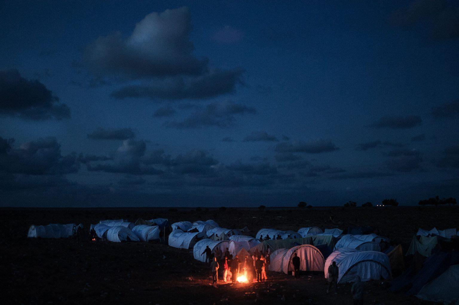 Ras Jedir, Tunisia 2011 - Panoramic view of the Choucha refugee camp, built by the UNHCR during the civil war in Libya. In this period more than 300,000 people have fled the country, creating one of the biggest exoduses in the recent years at the border of Europe. ----- In the early months of 2011 large number of people poured on the border between Libya and Tunisia escaping from the civil war. Most of these people were migrant workers coming from the most diverse regions of the world. Many of these people, in that year they tried to reach the Italian coast, resulting in a sharp increase in arrivals of migrants towards Europe.  ><  Ras Agedir, Tunisia, marzo 2011 - Il campo profughi di Choucha, costruito dall'UNHCR durante la guerra civile in Libia. In questo periodo più di 300.000 persone hanno lasciato il paese, creando uno dei più grandi esodi negli ultimi anni al confine d'Europa. ----- Nei primi mesi del 2011 un gran numero di persone si è riversato sul confine tra Libia e Tunisia, scappando dalla guerra civile. Molti di loro sono lavoratori migranti provenienti da diversi paesi del mondo. In quell'anno molti di loro hanno cercato di raggiungere la costa italiana, incrementando il numero di arrivi di immigrati verso l'Europa. *** Local Caption *** 00543829