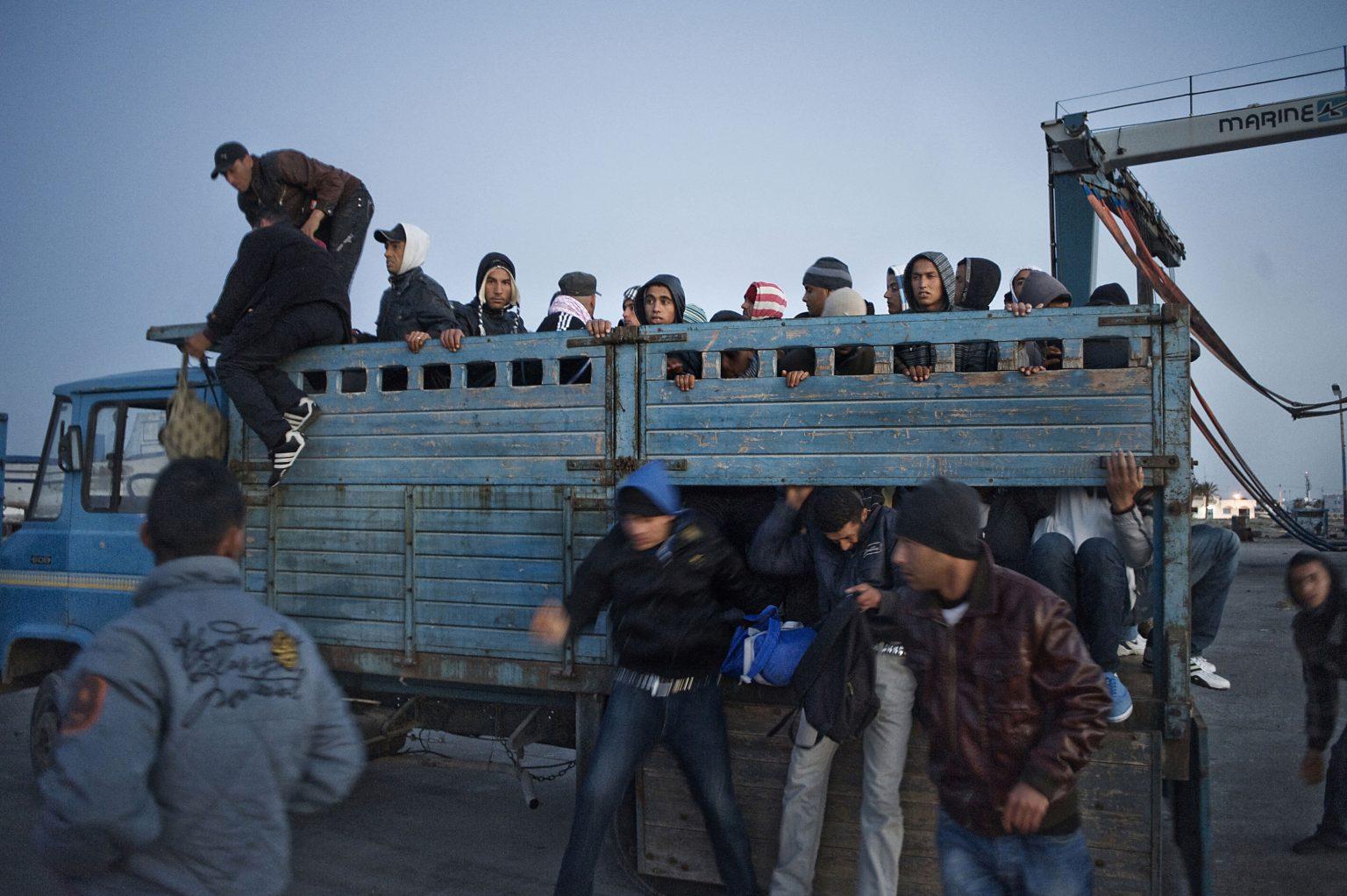 Zarziz, Tunisia, March 2011 - Some young migrants being carried to the illegal ferries to Italy. Often migrants are transported by truck for livestock. ><  Zarziz, Tunisia, marzo 2011 - Alcuni giovani migranti vengono portati verso gli imbarchi diretti verso l'Italia. Spesso i migranti sono trasportati con camion per il bestiame. *** Local Caption *** 00543835