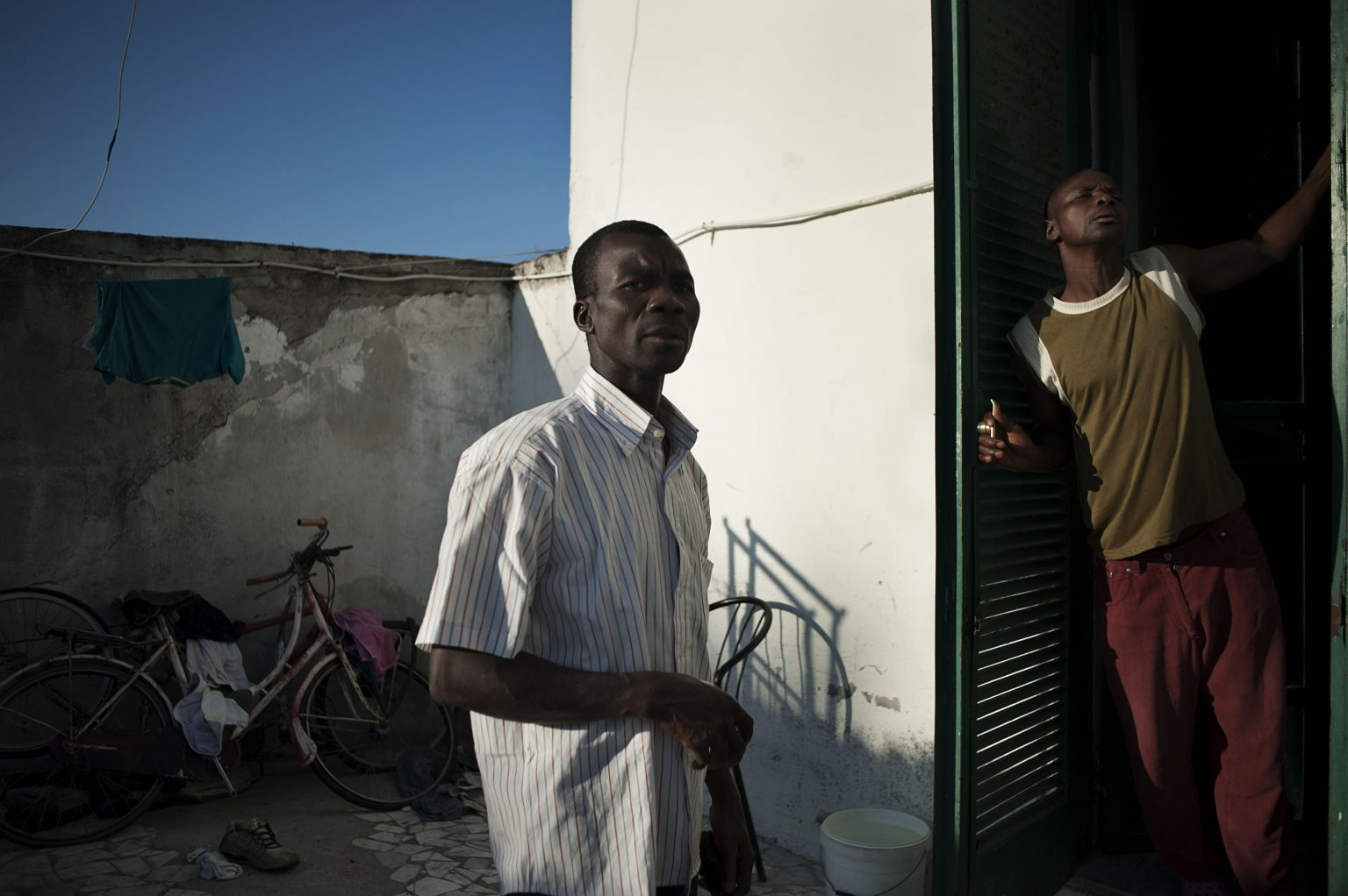 Castel Volturno (Caserta), September 2011 - Nigerian immigrants outside their home ><  Castel Volturno (Caserta), settembre 2011 - Immigrati nigeriani all'esterno della loro casa  *** Local Caption *** 00460692