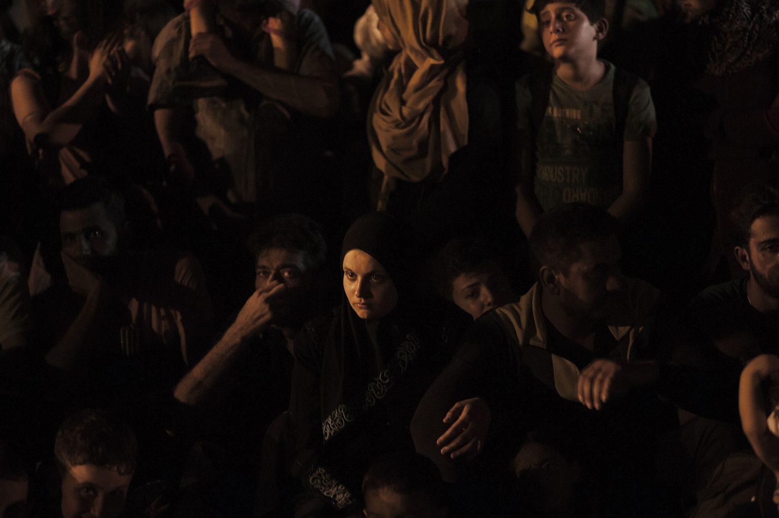 Tovarnik, Croatia, September 18th 2015 - Migrants rushing to board a train. Refugees have begun carving a new route into the Schengen area, travelling via Croatia, after neighbouring Hungary, overwhelmed by the refugee traffic, has fenced off its own border with Serbia.       ><    Tovarnik, Croazia, 18 settembre 2015 - Immigrati si precipitano a salire su un treno arrampicandosi e passando dai finestrini per evitare la barriera di poliziotti.  I profughi hanno cominciato a battere una nuova rotta all'interno dell'area Schengen viaggiando attraverso la Croazia, dopo che la vicina Ungheria, schiacciata dall'afflusso di migliaia di persone, ha chiuso la frontiera con la Serbia. *** Local Caption *** 00558113