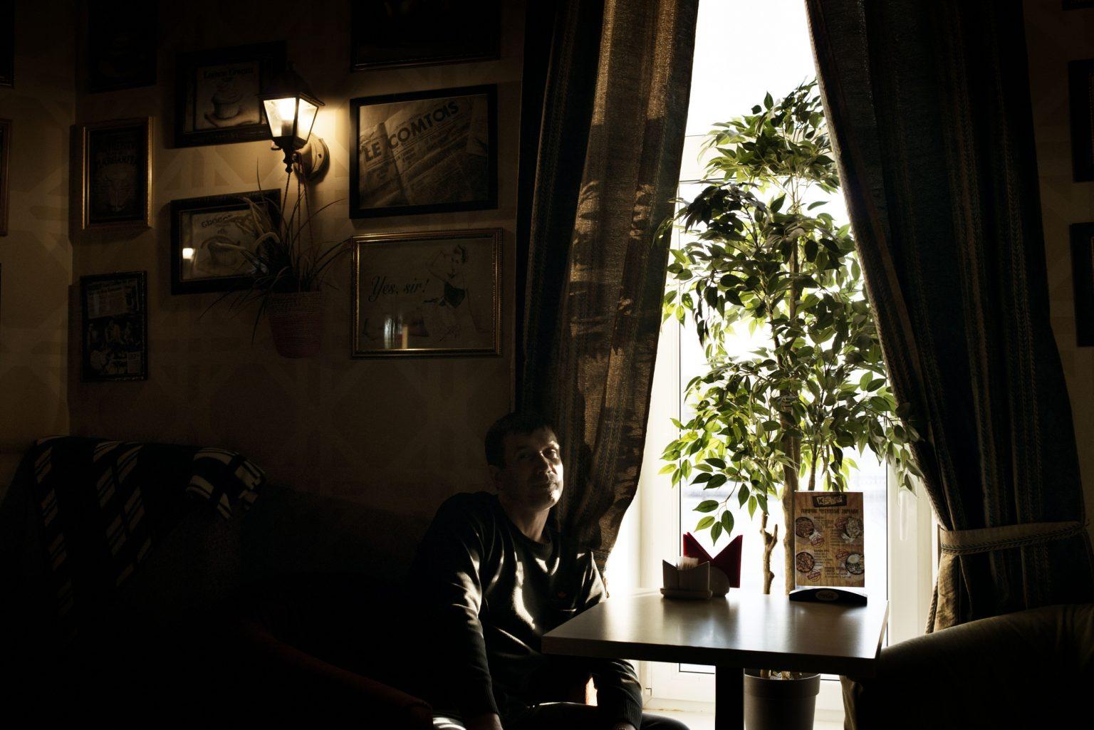 """Yekaterinburg, Russia, March 2016 - Ivan, a former drug addicted, currently works helping drug users. According to him about 90 percent of the people in the region who have used Krokodil have died. He called it 'a real epidemic'. >< Yekaterinburg, Russia, marzo 2016 - Ivan, un ex tossicodipendente, attualmente lavora per aiutare i tossicodipendenti. Secondo Ivan circa il 90% delle persone che hanno fatto uso di Krokodil nella regione è morta, definendo la situazione """"una vera epidemia""""."""