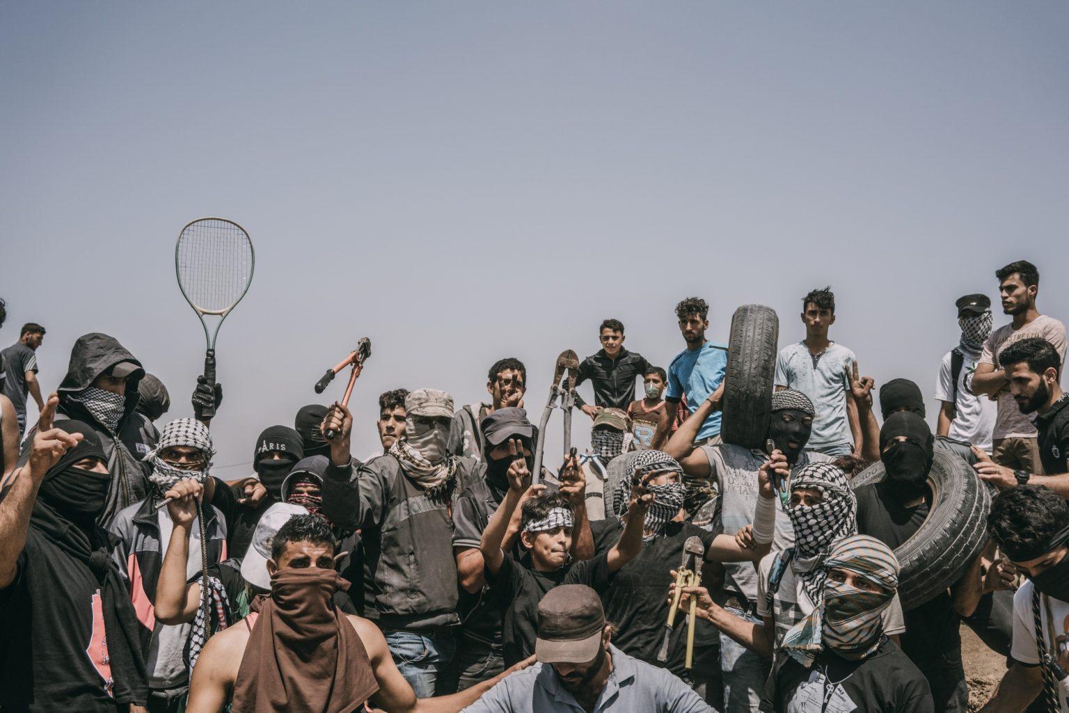 Gaza Strip, May 2018 - Palestinian protesters along the Gaza-Israel border. >< Striscia di Gaza, maggio 2018 - Manifestanti palestinesi lungo il confine tra Gaza e Israele.