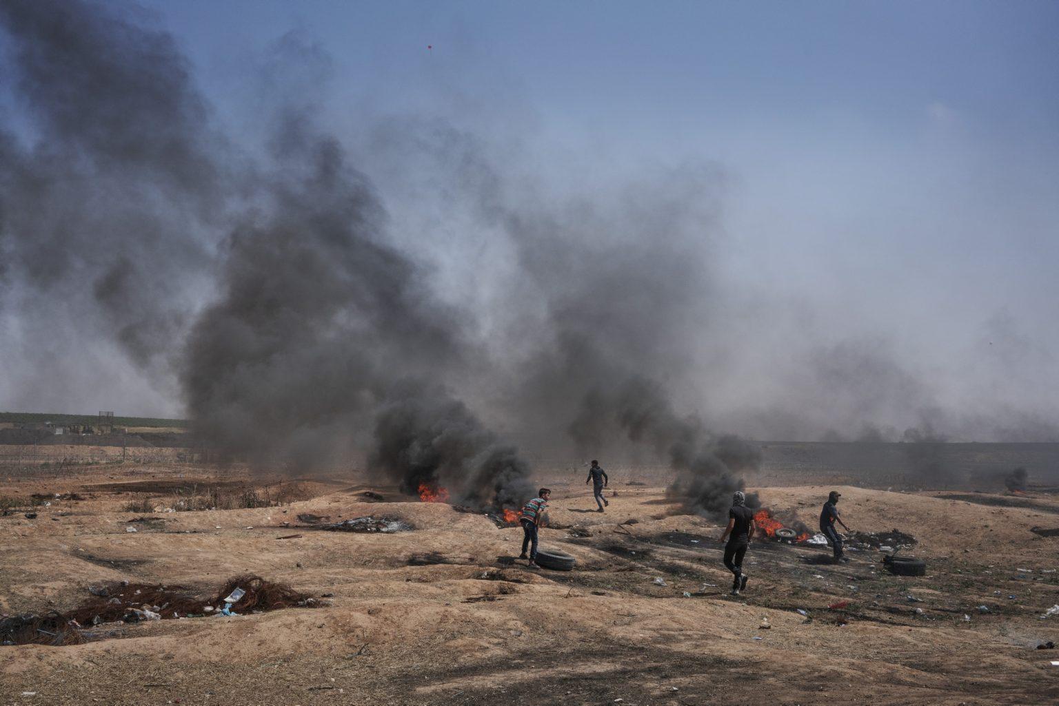 Gaza Strip, May 2018 - Palestinian demonstrators during the protest along the Gaza-Israel border. >< Striscia di Gaza, maggio 2018 - Manifestanti palestinesi druante le proteste lungo il confine tra Gaza e Israele.