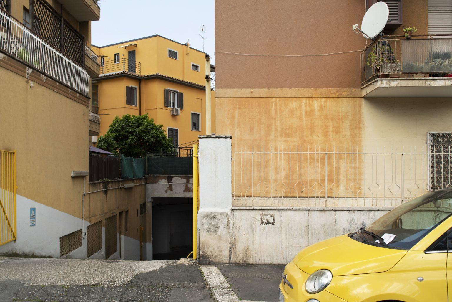 Rome, May 2017 - Piazza dei Giureconsulti. Boccea district. >< Roma, maggio 2017 - Piazza dei Giureconsulti. Quartiere Boccea.