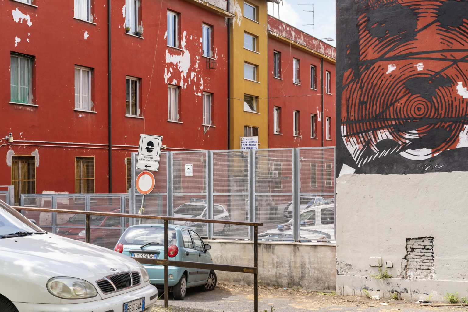 Rome, April 2017 - Via Federico Borromeo. Primavalle district. >< Roma, aprile 2017 - Via Federico Borromeo. Quartiere Primavalle.