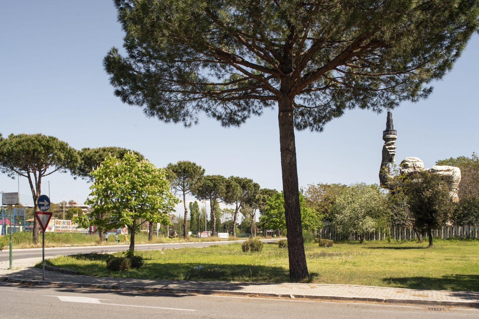 Rome, April 2017 - Via Vincenzo Lamaro- Tuscolano, Cinecittà district. >< Roma, aprile 2017 - Via Vincenzo Lamaro - Quartiere Tuscolano, Cinecittà.