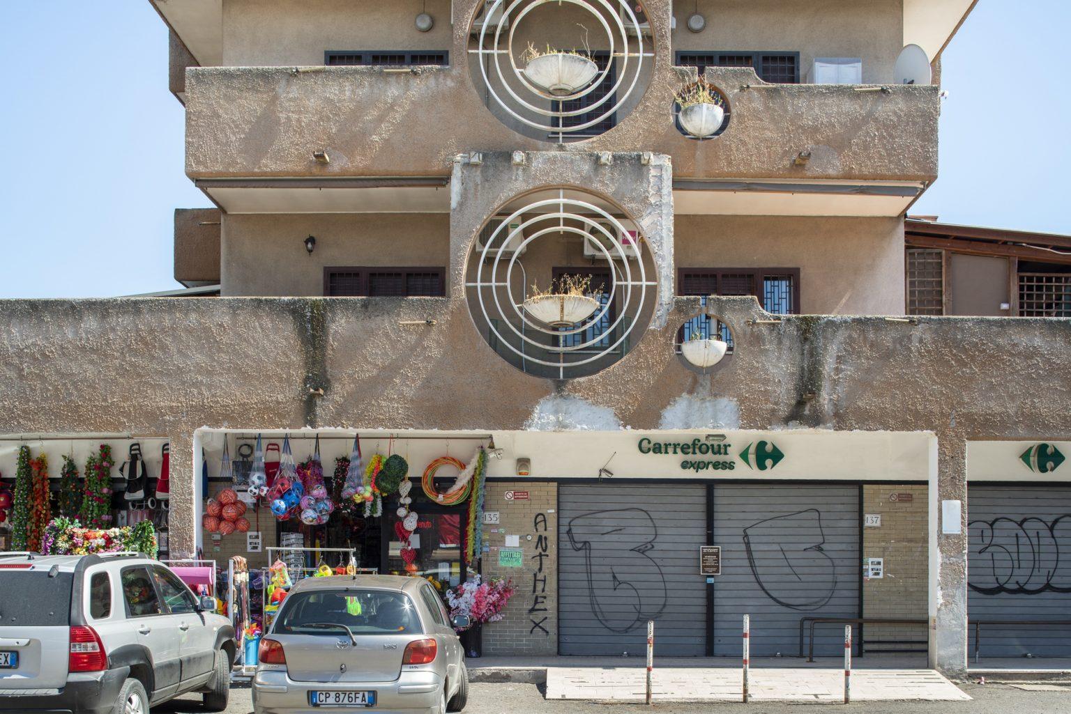 Rome, April 2017 - Via dei Giardinetti. Torre Maura district. >< Roma, aprile 2017 - Via dei Giardinetti. Quartiere Torre Maura.