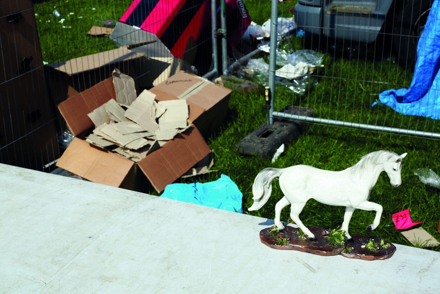 Appleby, United Kingdom, June 2016 - Appleby Horse Fair. An abandoned porcelain horse in the car park market. ><  Appleby, Regno Unito, giugno 2016 - Appleby Horse Fair. Un cavallino di porcellana abbandonato nel nogozio del parcheggio. *** Local Caption ***