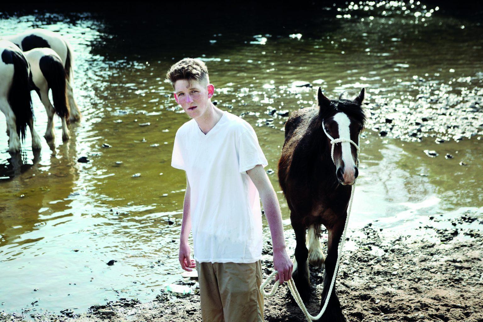Appleby, United Kingdom, June 2013 - Appleby Horse Fair. Jimmy washing his horse before the race. ><  Appleby, Regno Unito, giugno 2013 - Appleby Horse Fair. Jimmy lava il suo cavallo prima della gara. *** Local Caption ***