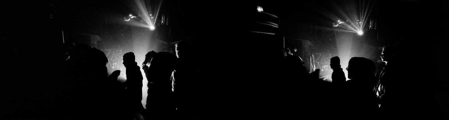 London, 2004 - Squat party in Hackney Wick, East London, in what will soon become the Olympic Village for the 2012 Summer Games. Hackney is where Grime music (a post rave music culture) was born. >< Londra, 2004 - Squat party a Hackney Wick, East London, in quello che presto diventerà il Villaggio Olimpico per i Giochi Estivi 2012. Hackney è il luogo in cui è nata la musica Grime (una cultura musicale post rave).