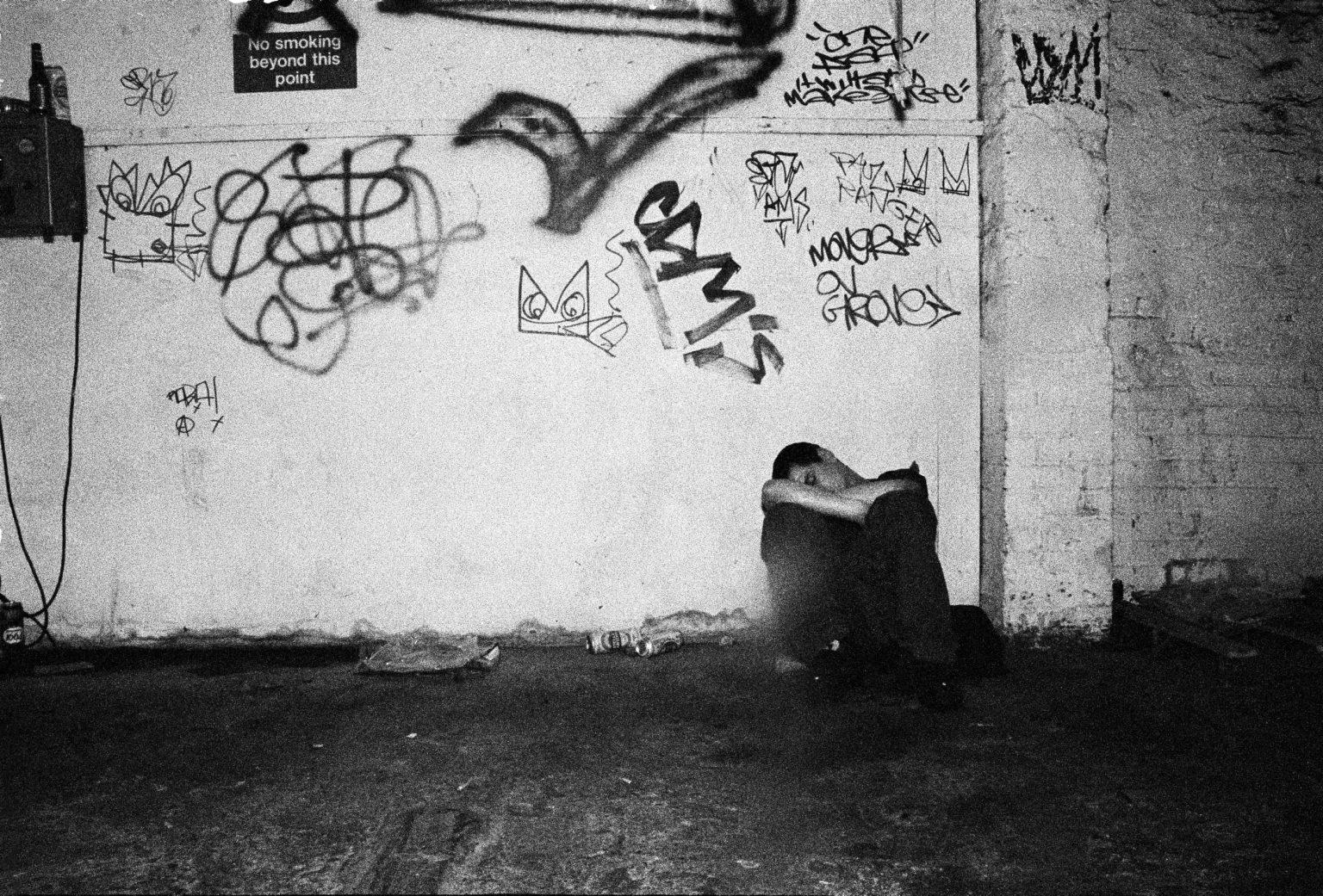 London, 2005 - Unknown Raver sleeping at a squat party in Shoreditch; right before the area became completely gentrified. These parties were different from the italian ones; the scene and the music being way tough. >< Londra, 2005 - Raver dorme a uno squat party a Shoreditch; poco prima che l'area diventasse completamente gentrificata. Queste feste erano diverse da quelle italiane; con un ambiente molto più duro.