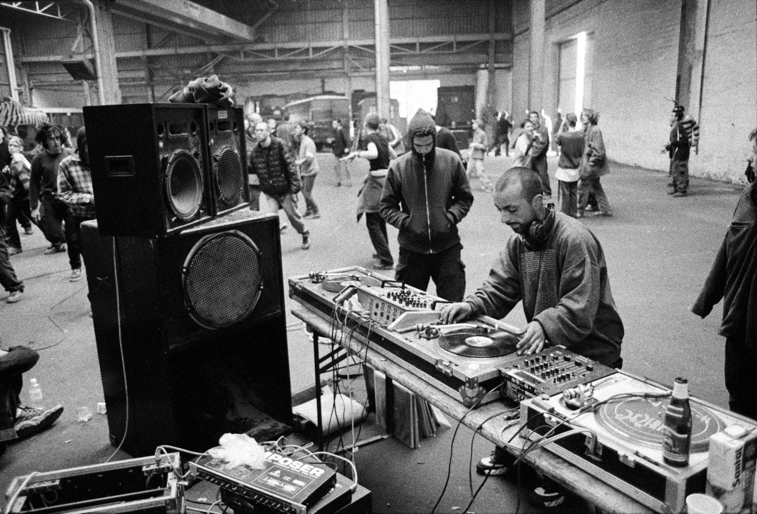 Bologna, 1998 - Bologna Squat Party. >< Bologna, 1998 - Squat Party.