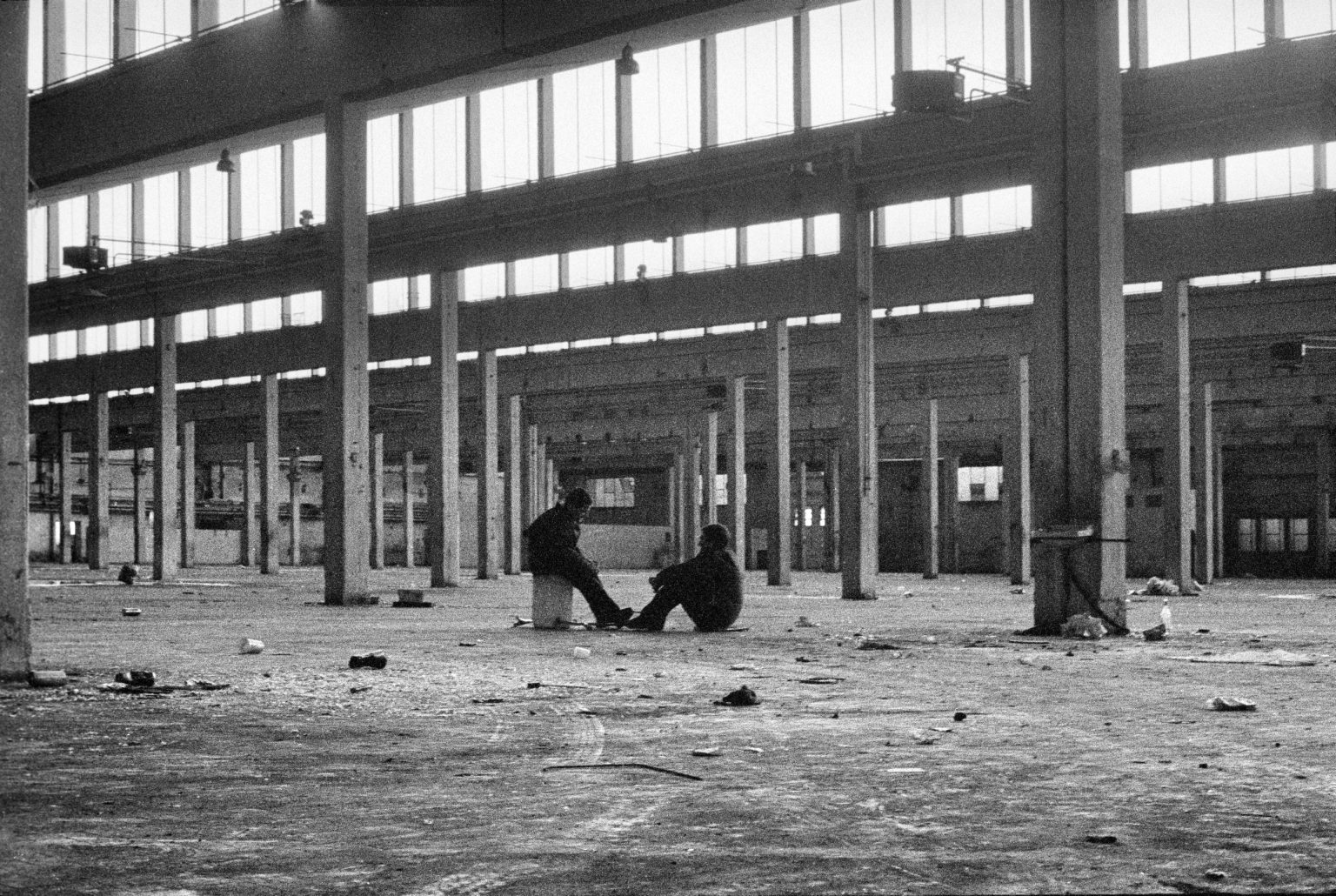 Bologna, 1998 - Sunday afternoon in the abandoned Pasta factory in Via Corticella. >< Bologna, 1998 - Domenica pomeriggio in una fabbrica abbandonata di un pastificio in Via Corticella.