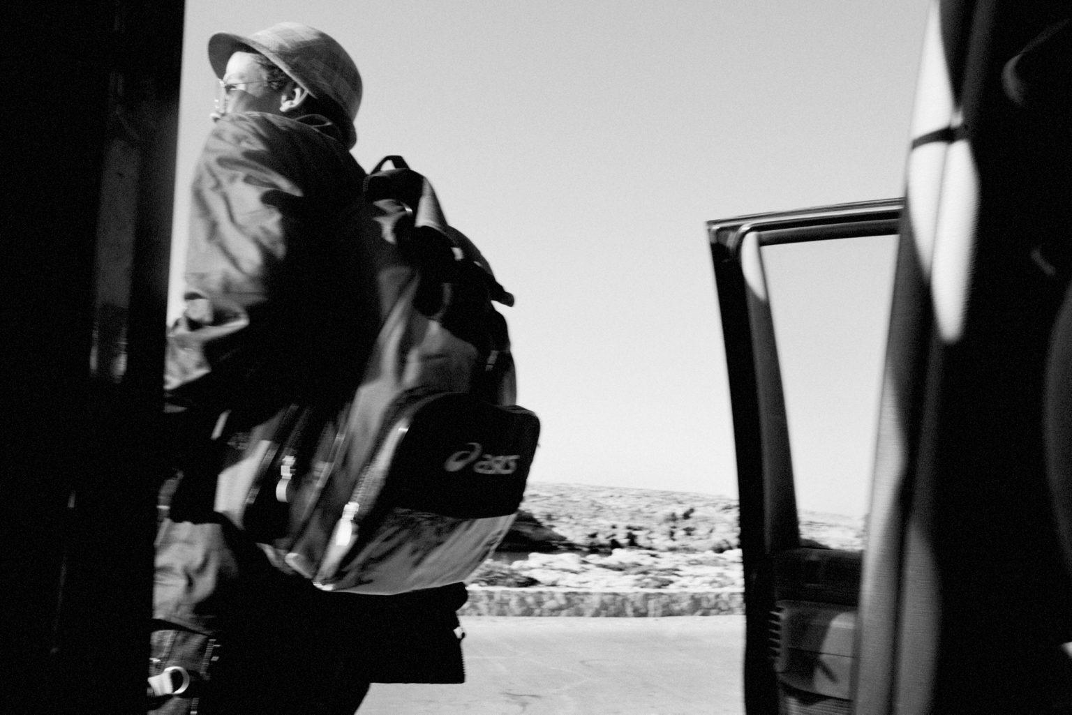 Lampedusa, April 2011-The story of Ahmed, one of the many young Tunisians landed on Lampedusa. Ahmed, a 23-year-old Tunisian who was being looked after by the Matinas, a Lampedusans family. The family gave him a bed, clothes,food, and they lived togheter for a year. The arrival of Ahmed.   Lampedusa, aprile 2011-La storia di Ahmed, uno dei tanti giovani tunisini sbarcati a Lampedusa. Ahmed, un tunisino di 23 anniè stato accudito dai Matinas, una famiglia lampedusana. La famiglia gli ha dato un letto, dei vestiti e  cibo. Hanno vissuto insieme per un anno.L'arrivo di Ahmed.