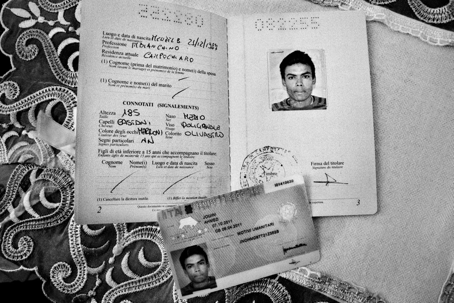 Lampedusa, April 2011-The story of Ahmed, one of the many young Tunisians landed on Lampedusa. Ahmed, a 23-year-old Tunisian who was being looked after by the Matinas, a Lampedusans family. The family gave him a bed, clothes,food, and they lived togheter for a year. Ahmed in the house of the local family.  Lampedusa, aprile 2011-La storia di Ahmed, uno dei tanti giovani tunisini sbarcati a Lampedusa. Ahmed, un tunisino di 23 anniè stato accudito dai Matinas, una famiglia lampedusana. La famiglia gli ha dato un letto, dei vestiti e  cibo. Hanno vissuto insieme per un anno.Ahmed in casa della famiglia.