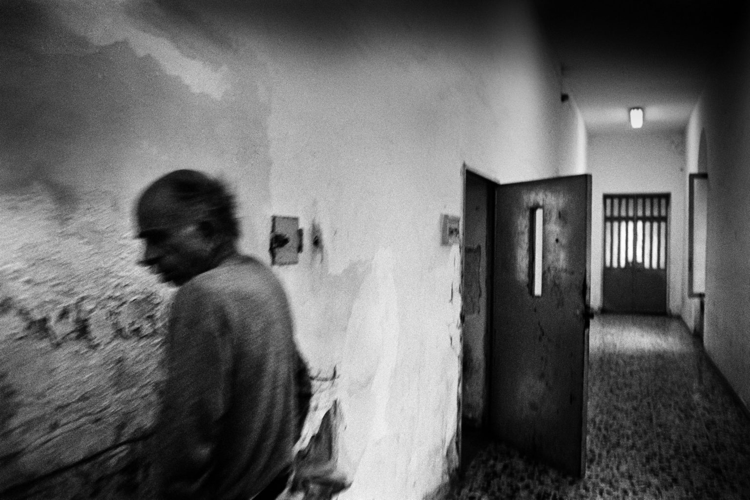 """Aversa ( Caserta ), January 2007 - The Judicial Psychiatric Hospital """"Filippo Saporito"""" - The 8th division: an inmate walking very close to the wall"""
