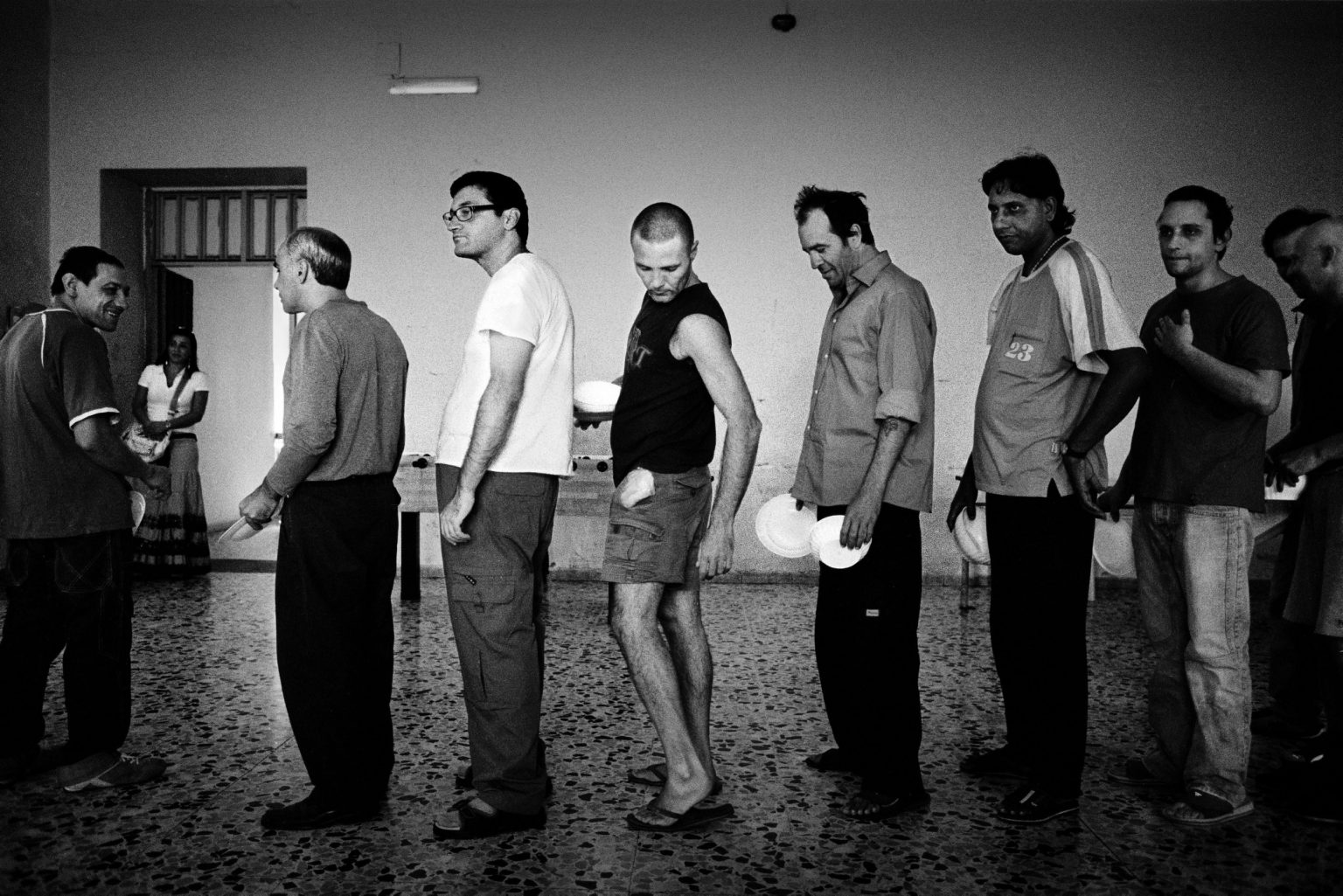 """Aversa ( Caserta ), January 2007 - The Judicial Psychiatric Hospital """"Filippo Saporito"""" - The 8th division: inmates queueing for lunch"""