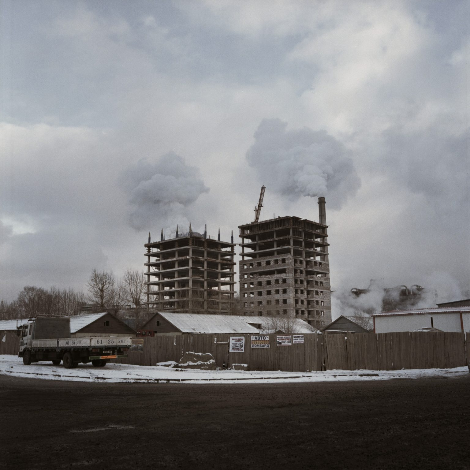 Mongolia, Ulaanbatar, novembre 2013 >< Two buildings under construction near one of the power stations of Ulaanbaatar