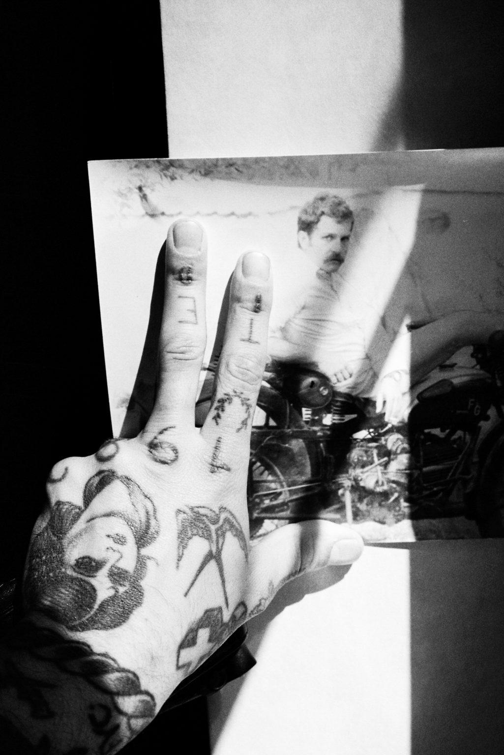 """Rome, 2017- """"Rome Diary"""" ( Rome 2007-2020)  is a long-term research that documents the city of Rome through stories of places and people. An investigation into different worlds, in a society where relationships, loneliness, abuse, love, nightlife, music and artists are explored, and finally the relationship between people and the city.A man show his tattoos and a photo of his father, Rome. .>< Rome, 2017 -Rome Diary Rome (2007-2020) è una ricerca a lungo termine che documenta la città di Roma attraverso storie di luoghi e  di persone. Un'indagine in mondi diversi, in una società in cui si esplorano le relazioni, la solitudine, gli abusi, l'amore, la vita notturna , la musica e gli artisti, ed infine il rapporto tra persone e città. Un uomo mostra dei tatuaggi e una foto di suo padre, Roma."""