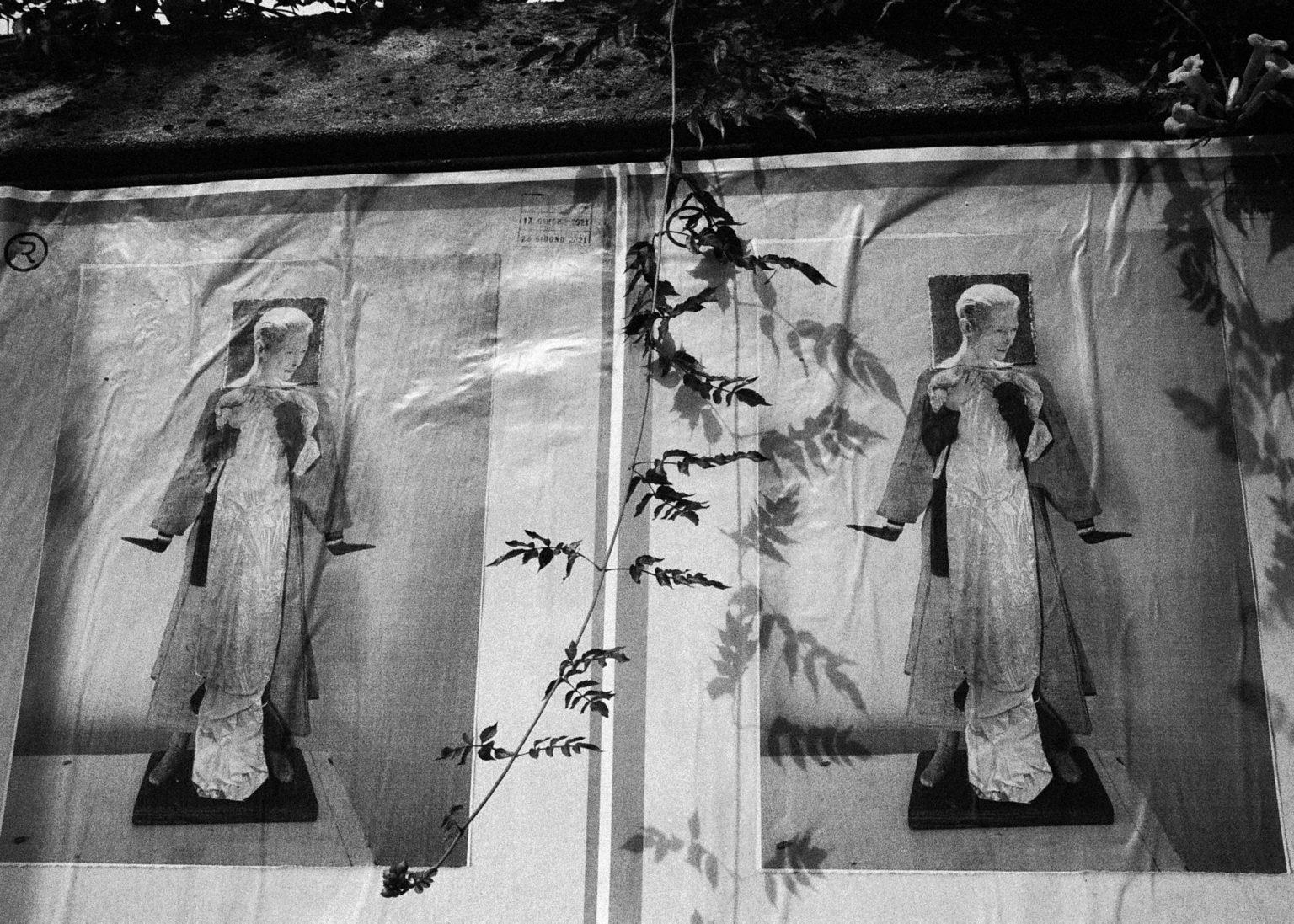 """Rome, 2020- """"Rome Diary"""" ( Rome 2007-2020)  is a long-term research that documents the city of Rome through stories of places and people. An investigation into different worlds, in a society where relationships, loneliness, abuse, love, nightlife, music and artists are explored, and finally the relationship between people and the city. A man on a bus. .>< Rome, 2020 -Rome Diary Rome (2007-2020) è una ricerca a lungo termine che documenta la città di Roma attraverso storie di luoghi e  di persone. Un'indagine in mondi diversi, in una società in cui si esplorano le relazioni, la solitudine, gli abusi, l'amore, la vita notturna , la musica e gli artisti, ed infine il rapporto tra persone e città. Un uomo su un bus."""