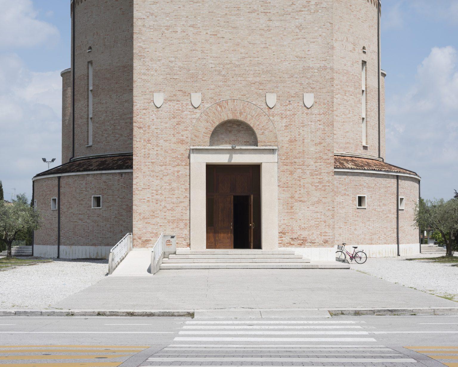 Ponte della Priula (Susegana, Treviso), tempio votivo ai caduti costruito nel 1934